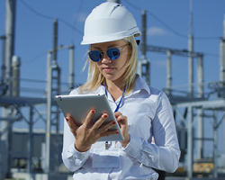 Connected warehouse worker modernizing your warehouse for speed, accuracy & talent retention